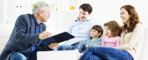 familyWithAdvisor_Certified Wealth Management & Investment